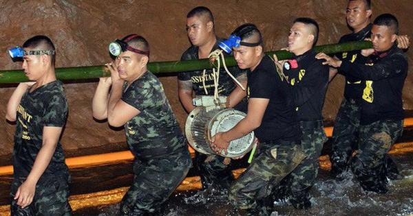 Trao huân chương cho đội cứu hộ giải cứu đội bóng Thái Lan