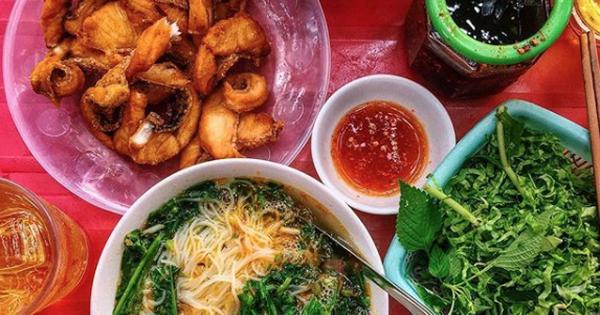 Hàng bún cá ''thị phi'' nhất Hà Nội