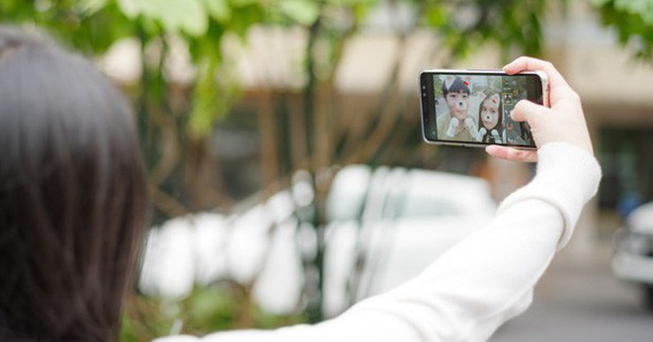 Đánh giá khả năng selfie trên Samsung Galaxy A8: nâng tầm trải nghiệm, xóa phông ấn tượng