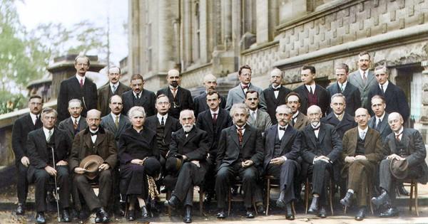 Bức ảnh nhiều ''não'' nhất mọi thời đại: Nguyên một hội ''bạn thân gia thế khủng'' toàn thiên tài IQ trên 180