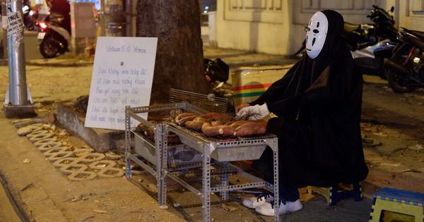 Một anh chàng duyên hết sức trên vỉa hè Sài Gòn: ''Muốn làm người lương thiện, Vô Diện phải bán khoai!''