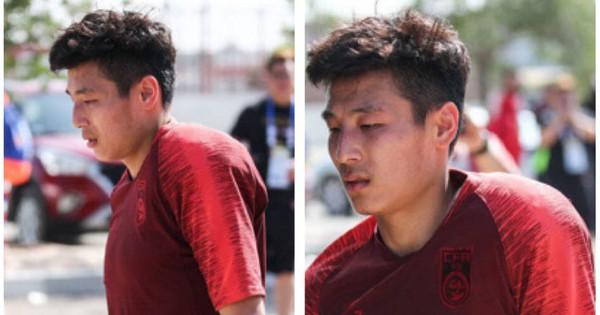 Sao sáng nhất tuyển Trung Quốc đi lại khổ sở vì xương vai gãy lìa, HLV bảo có, truyền thông nói không thể ra sân đấu Thái Lan