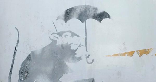Nhật Bản xôn xao về bức vẽ ''chuột cầm ô'' bí ẩn ở nhà ga Tokyo