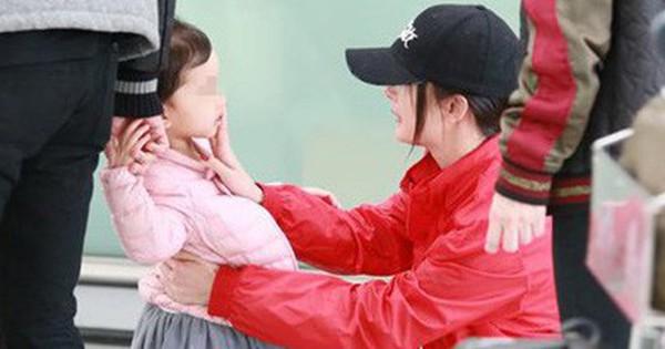 Dương Mịch sẽ về Hong Kong đón Tết cùng Tiểu Gạo Nếp để bù đắp tình cảm cho con gái?
