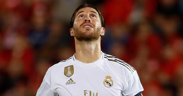 Thua sốc đội bóng trong nhóm ''cầm đèn đỏ'', Real Madrid đánh mất ngôi đầu La Liga vào tay đại kình địch Barcelona