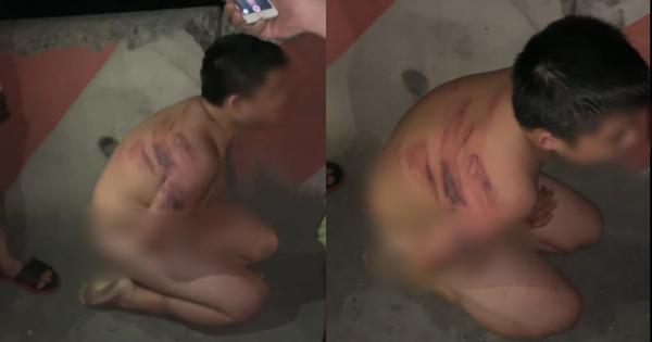 Xôn xao clip bé trai bị mẹ đánh thâm tím khắp người, lột hết quần áo rồi bắt ra giữa đường quỳ gối