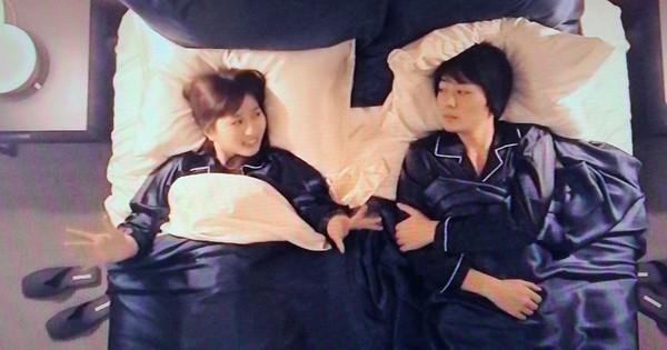 Show thực tế Nhật Bản khi sắp xếp người nổi tiếng và fan... ngủ chung giường ngay lần gặp đầu tiên