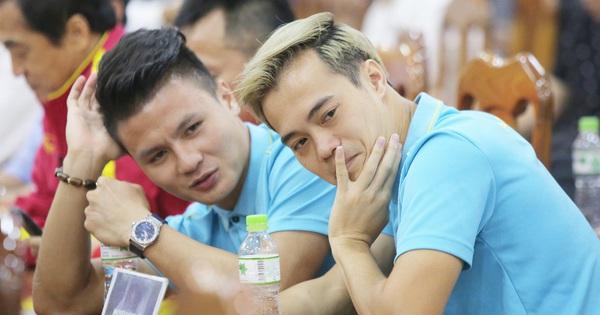 Quang Hải - Văn Toàn nói chuyện ''bí ẩn'', nhận thưởng khủng trước thềm trận đấu với UAE và Thái Lan tại vòng loại World Cup 2022