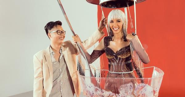 """Hoàng Thùy chật vật mặc trang phục """"cà phê phin"""" chuẩn bị cho Miss Universe"""