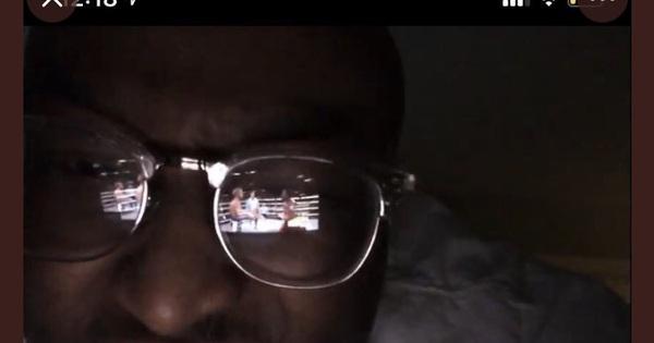 Livestream ''lậu'' nhờ dùng kính râm phản chiếu màn hình: Thanh niên lách luật level max khiến YouTube cũng chịu bó tay