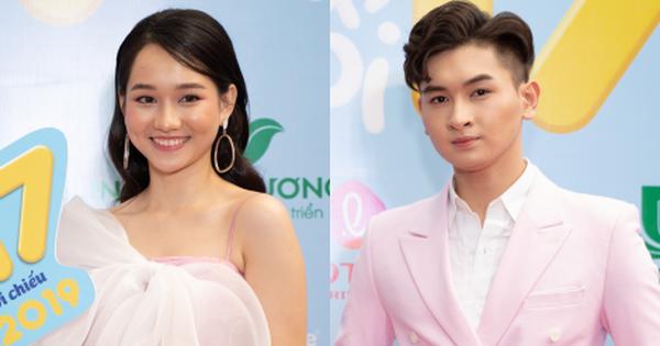 Nữ chính Mắt Biếc ''tươi không cần tưới'' sóng đôi con trai Minh Nhí ở thảm đỏ ''Ngốc Ơi Tuổi 17''