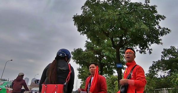 Clip: Phe vé lộng hành trước đại chiến Việt Nam - Thái Lan, thổi giá cao ''kinh hoàng'' khiến nhiều CĐV tiu nghỉu ra về