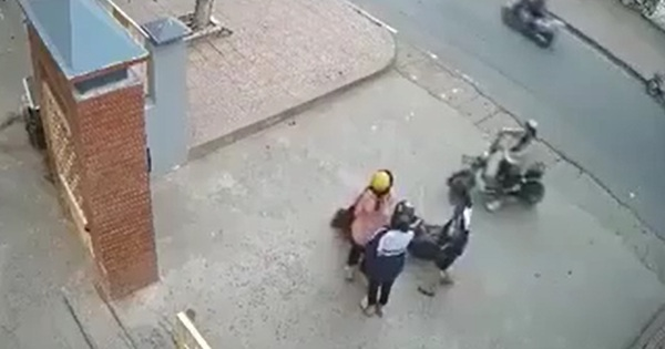 Clip gây phẫn nộ: Ngồi trên xe đạp điện bị nam thanh niên lao vào sàm sỡ, nữ sinh sợ hãi giằng co trong bất lực