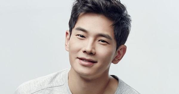 Nam diễn viên Hàn Quốc được khen ngợi khi cứu một người phụ nữ thoát khỏi việc bị quấy rối tình dục