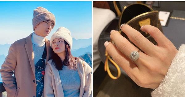Huỳnh Phương khoe tặng nhẫn kim cương cho Sĩ Thanh, hội ''anh em cây khế'' ùa vào nhắc khéo chuyện nợ tiền