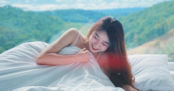 Nhung Bum đăng ảnh quyến rũ với váy ngủ, fan lập tức soi ra Văn Toàn chính là ''nhiếp ảnh gia''