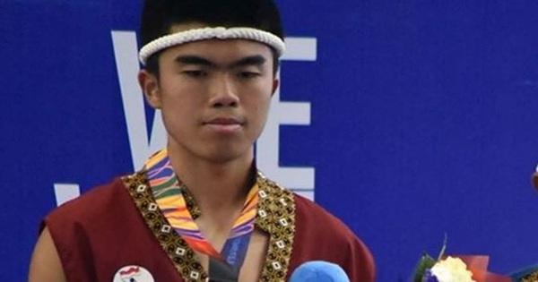 Cầu thủ Indonesia giành HCĐ võ Muay Thai SEA Games 30 rồi bày tỏ mong muốn trở lại bóng đá, fan kêu gọi anh chàng ''tôn trọng'' hàm răng của đồng nghiệp