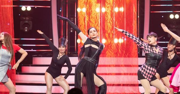 ''Kill This Love'' phiên bản ''đô con'': BB Trần Jennie siêu thần thái, Hải Triều Jisoo chẳng hát câu nào còn main dancer ''Lisa'' thì loạng choạng trên sân khấu