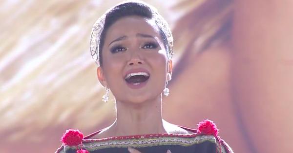 Khoảnh khắc giật spotlight: H''Hen Niê bật khóc hát ''Cảm Ơn'' (Đen Vâu) trước khi trao lại vương miện Hoa hậu Hoàn Vũ Việt Nam