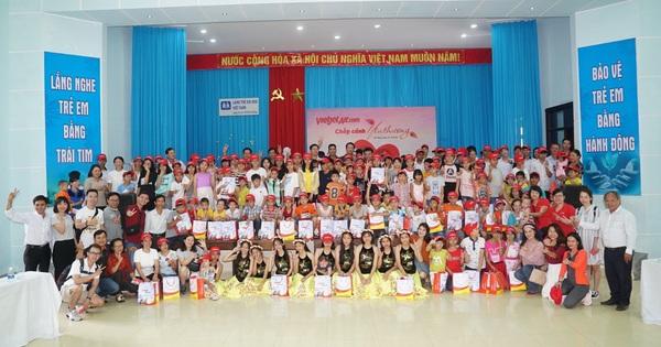 Vietjet mang yêu thương đến làng trẻ em SOS Đà Nẵng