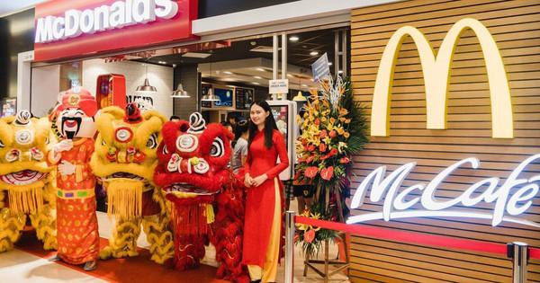 Tưng bừng khai trương nhà hàng McDonald''s thứ ba tại Vincom Trần Duy Hưng - Hà Nội