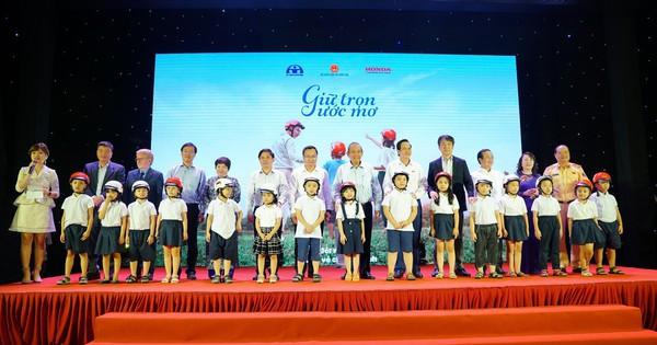 Giữ trọn ước mơ - hành trình đem gần 2 triệu mũ cho học sinh lớp một toàn quốc