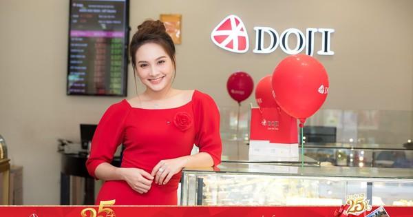 Bảo Thanh và hàng ngàn khách hàng nhận quà dịp sinh nhật DOJI