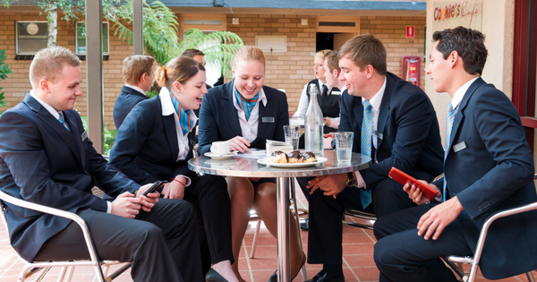 Lộ trình du học Úc tiết kiệm ngành Nhà hàng Khách sạn, học bổng 130 triệu VNĐ từ trường Blue Mountains