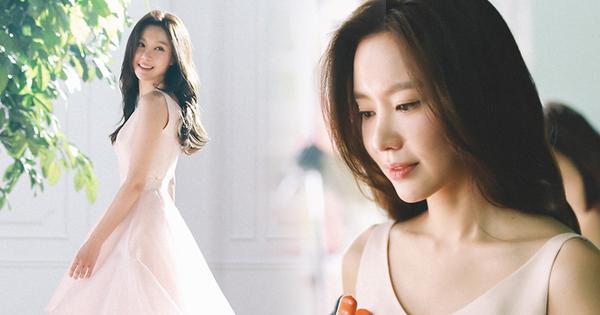 Chùm ảnh hậu trường gây sốt của mỹ nhân ''Sắc đẹp ngàn cân'': U40 vẫn trẻ đẹp khó tin, chẳng thua gì Park Min Young