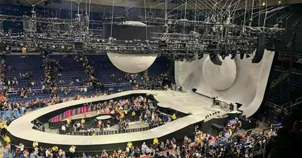 Chẳng hiểu ý tưởng thế nào mà sân khấu ''Sweetener Tour'' của Ariana Grande lại bị chê giống... nhà vệ sinh