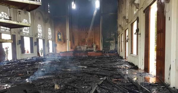 Cháy nhà thờ Hà Tĩnh, nhiều tài sản bên trong bị thiêu rụi