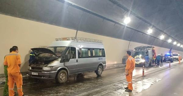 Xe tang chở quan tài bốc cháy ngùn ngụt trong hầm Hải Vân
