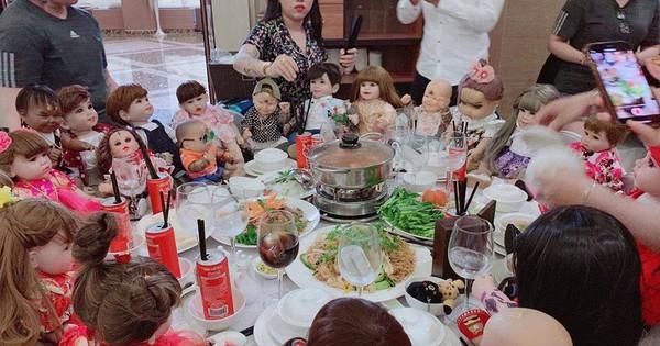 Hết hồn hình ảnh đám cưới có sự góp mặt của 18 con Kumanthong ngồi chật kín 1 bàn tiệc, ăn lẩu, uống nước ngọt