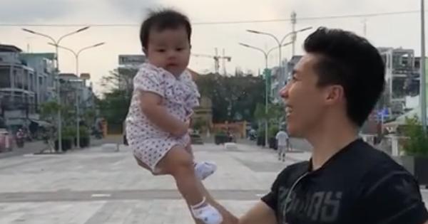 Clip: Quốc Nghiệp mạo hiểm cho con gái 3 tháng tuổi ngồi trên tay làm xiếc