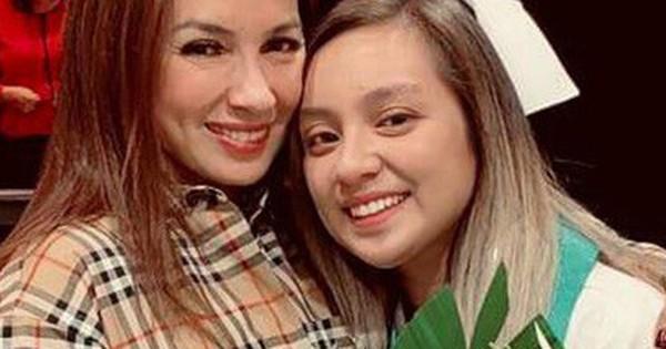 Phi Nhung hạnh phúc khoe con gái đã trở thành y tá tại trung tâm y tế ở Mỹ, sẽ về Việt Nam thăm khám cho bà con nghèo trong tương lai