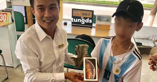 Cậu bé 16 tuổi mang 25 triệu tiền tiết kiệm ăn sáng suốt từ năm lớp 7 đi mua iPhone XS, nhiều dân mạng bày tỏ hoài nghi