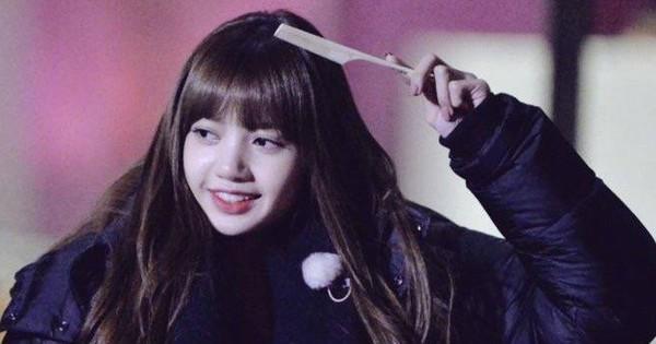 Kè kè cái lược bên mình bất cứ đâu, Lisa (Black Pink) gây sốt Weibo vì siêu cấp dễ thương