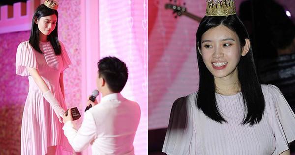 Ming Xi thực sự là công chúa trong màn cầu hôn khi khéo sửa váy hiệu 60 triệu, đội vương miện sang chảnh