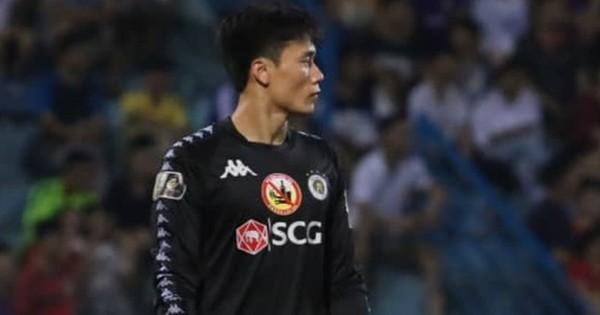 Tiến Dũng bắt bài sai hướng, phải trả giá trong lần đầu bắt chính cho Hà Nội FC