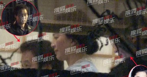 Lưu Diệc Phi lộ ảnh gặp gỡ ''cha nuôi'' nhưng nhân vật này mới giành spotlight