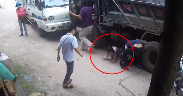 Cô gái trẻ bị bánh ô tô cán qua người tử vong, 2 em bé đi cùng thoát chết thần kỳ, bò ra từ gầm xe tải