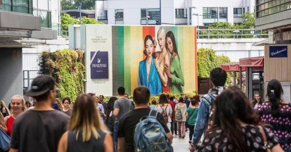 Đỉnh cao quảng cáo vỉa hè: Camera biết