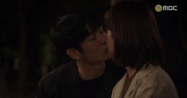 Đêm Xuân tập 9: Han Ji Min ''nựng'' môi trai đẹp, nổi cơn tanh bành khi ''crush'' bị bồ cũ ''khẩu nghiệp''