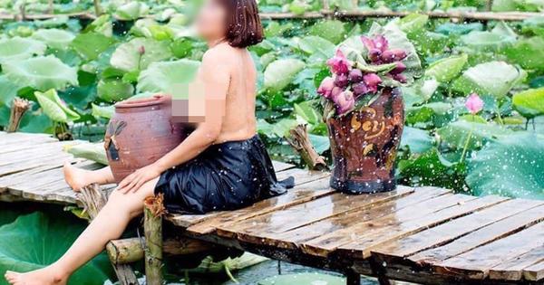 Hình ảnh người phụ nữ trung niên khoe ngực trần, ngồi ôm chum chụp ảnh bên hồ sen bị ''ném đá'' dữ dội