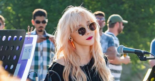 Cover hit của Adele và Billie Eilish nhưng nhan sắc đỉnh cao như gái Tây của Taeyeon lại gây chú ý hơn cả