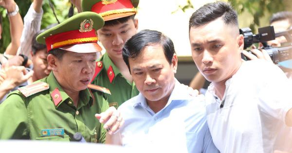 Tòa yêu cầu điều tra làm rõ tay trái của ông Nguyễn Hữu Linh có chạm vào bé gái trong thang máy không