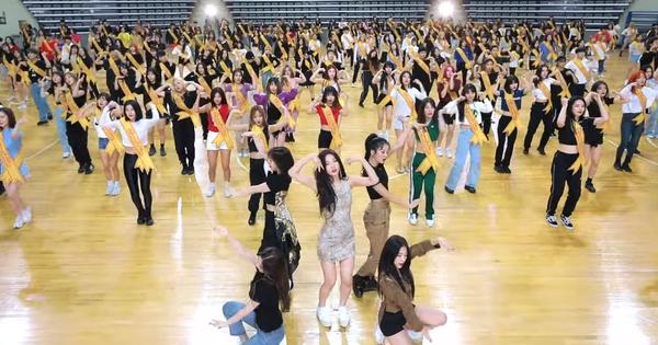 """Red Velvet tung video vũ đạo """"siêu đông khổng lồ"""": Fan """"đội ơn"""" stylist, bất ngờ khi """"thánh"""" cover Hàn xuất hiện"""
