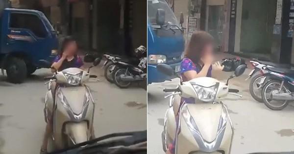 """Mặc tiếng còi inh ỏi, chị """"ninja"""" Lead vẫn dừng xe giữa đường tươi cười nghe điện thoại khiến nhiều người bức xúc"""