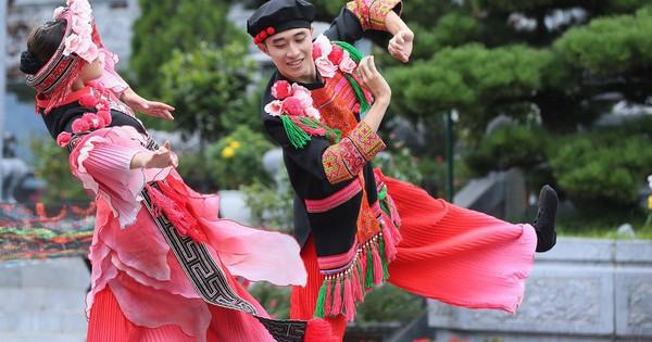 """Sau Vũ hội Ánh Dương, """"phù thủy sân khấu"""" Phạm Hoàng Nam tiếp tục mang tới đỉnh Fansipan ''Vũ điệu trên mây''"""