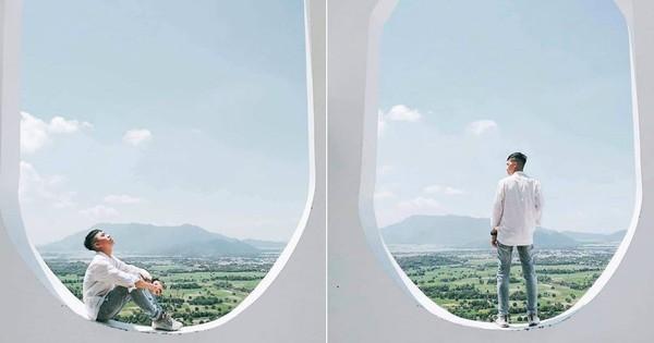 Há hốc mồm với xuất xứ của background sống ảo hình cửa sổ máy bay ''siêu to khổng lồ'' đang hot ở An Giang